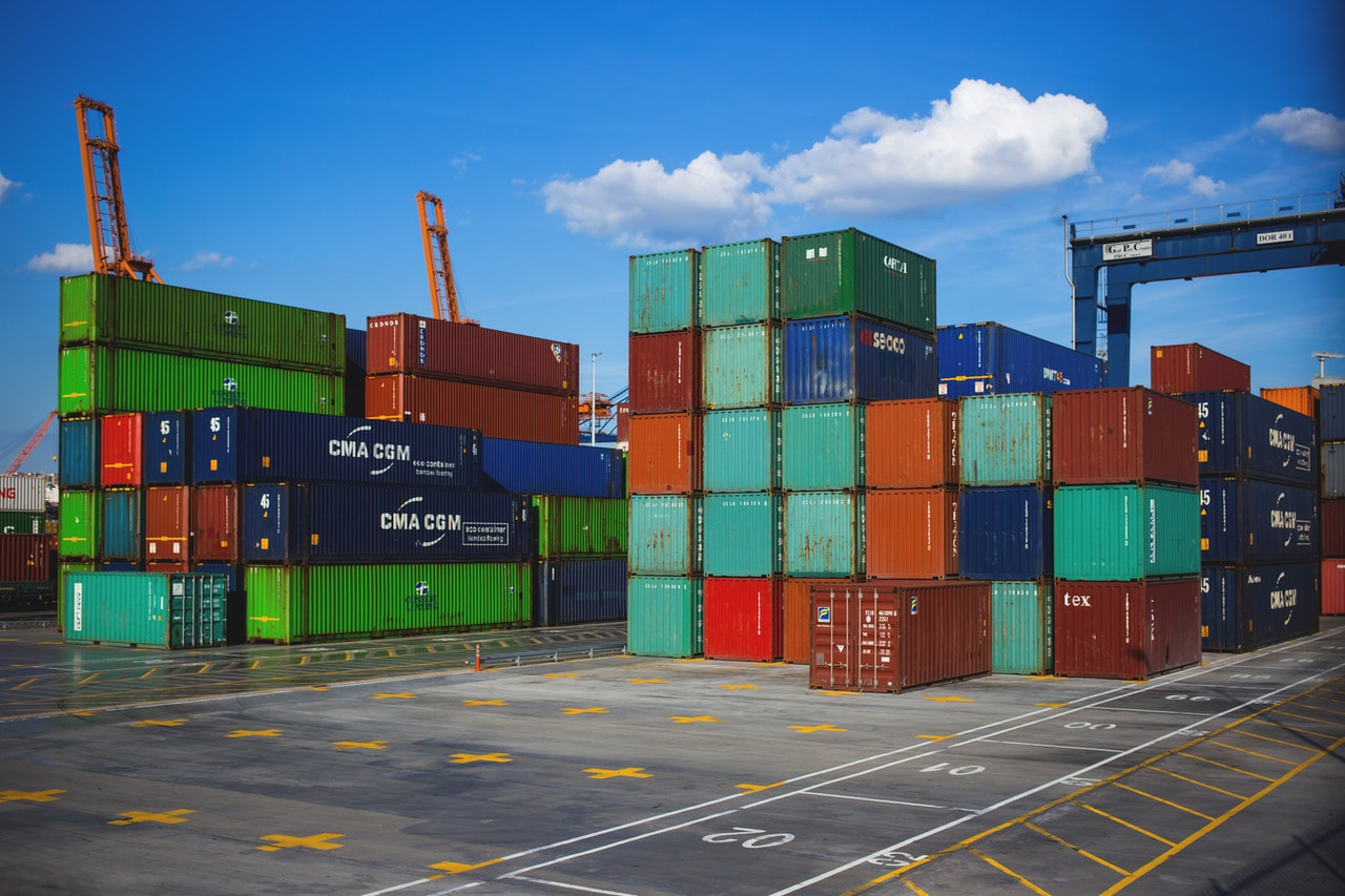 6 Benefits Of Renting Shipping Containers